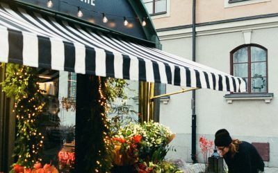 How to Choose the Right Fabric for Your Awnings